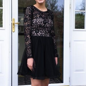 Open-Back Formal Black Long-Sleeve Lace Dress
